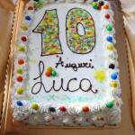 torta finita, decorata e colorata